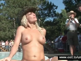Untamed nudity and sex in a public crowd