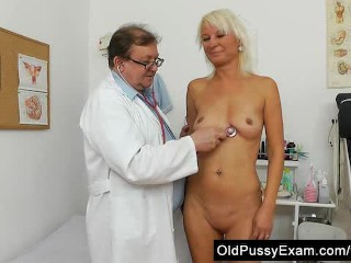 Blond dame gets a gyno testd pink puss on the inquiry table