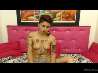 Goth babe puts on a show – Fairycams.com