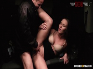 VIP SEX VAULT – Hot Babe Is In For Some Hardcore Action