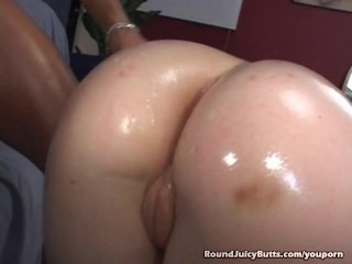 Cindy Shows Off Her Round Juicy Butt