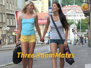 Lesbian threesome with lots off peeing