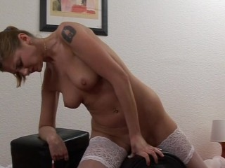 Babe Cums On a Sybian – Love Toy Test