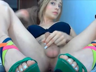 Sexy Teen Shemale on cam