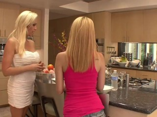 Mae And Ava 69 Each Other In Living Room