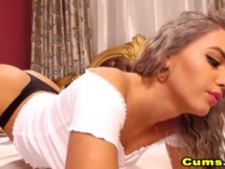 curly blonde babe fucking her juicy pussy