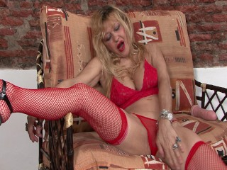 Argentinian MILF playing with dildos – Latin-Hot