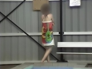 Girl drops her towel and walks naked into puplic pool.mp4