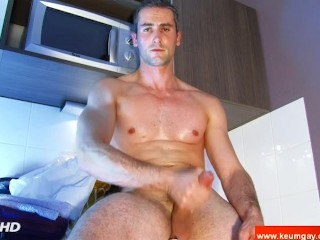 My str8 neighbour made a porn: watch his huge cock serviced by a guy!