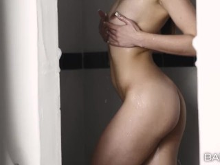 Babes -Taylor Sands Has Fun after Shower With Big Dick
