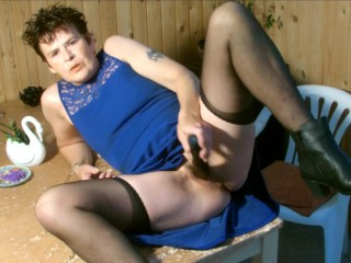 I fuck and squirt in the garden room