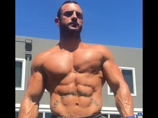 Training and Flexing ripped muscles outside