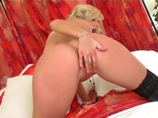 Blonde with bigtits fingering herself in lingerie