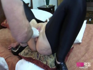 Fetish Freak Scene Pussy boxed and punch fisted