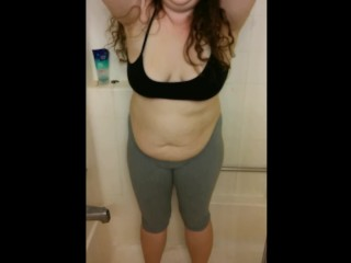 Danielle Pees in her Leggings in the Shower! Slutty BBW Piss play!