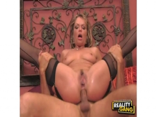 Smoking hot mom Kelly Leigh gets her poop hole filled with dick