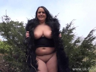 Bbw babe sarah janes public flashing and outdoor exhibition