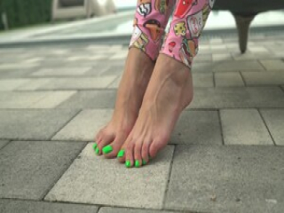 Candy Alexa and her sweet feet treat