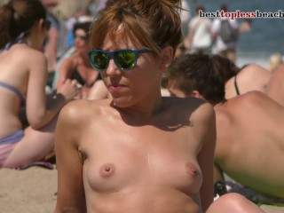 Nice babe Topless on the Beach