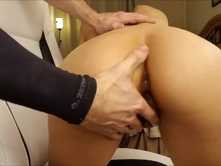 Her first butt plug and she creams everywhere!