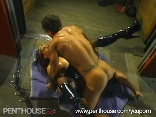 Hot Chick Sucking Cock and Gets Fucked Hard!