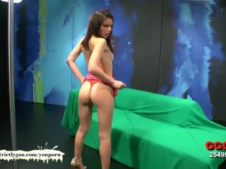 Beautiful skinny babe takes it up the ass – German Goo Girls