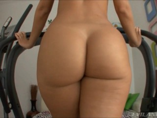 BIG BOOTY WALKING ON THE TREADMILL ( Andando na Esteira)