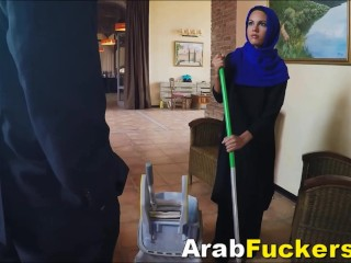 Shy Arabian Cleaner Given Cash For Sucking Fat Western Prick