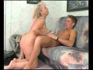 Mom Titty-Fuck A Young-Dick – Julia Reaves