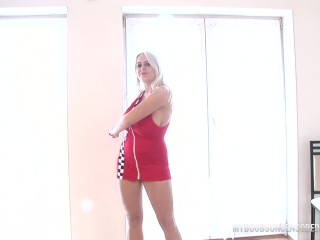 Melissa she doing morning exercise fitness and masturbate