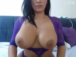 Latina with big tits on cam