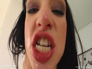 Cum For Cover presents Wendy doing blowbang facial cum