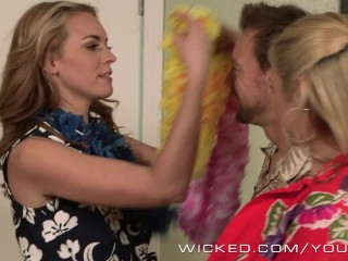 Wicked – Late night hotel threesome
