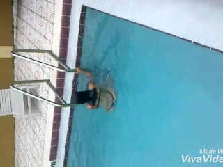Slut meets random guy at pool and go up to hotel room for a nice facefuck