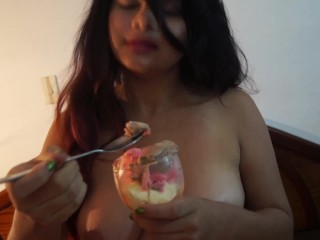Carli eating icecream while blowing a dick, yummy