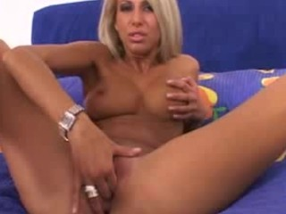 Flexable blonde masturbated with angles behind her head