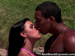 RealBlackExposed – Big black cock for a hot beach fuck