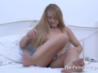 Horny MILF Vibes Wet Slit to Twitching Pussy Orgasm