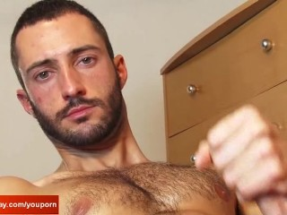 Delivery guy gets wanked his big cock by a client in spite of him !