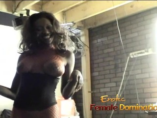 Nyomi Banxxx is a really fun babe behind the scenes