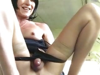 VICKY PEE AND GAPING PUSSY