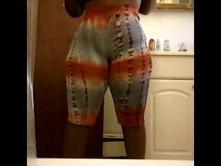Chocolate Bbw jiggling and fat booty in leggings
