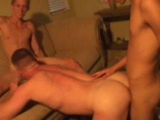 Extra hot amateurs home threesome
