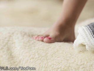 21Naturals Alexis Brill Gives him Her Feet
