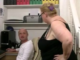 Big babe boss fucks worker