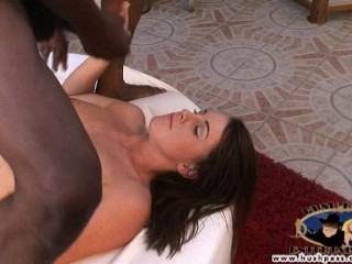 Nikki Anne will do anything to be a star!