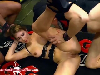 Daphne Laat getting cock from her fat pussy – Extreme Bukkake