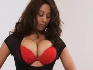 Adult star ebony London Reigns with huge boobs sucks bbc