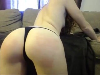 Couple spanking and blowjob on cam