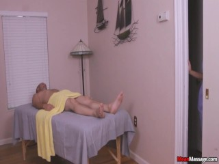Jerk gets taped to bed at massage parlor